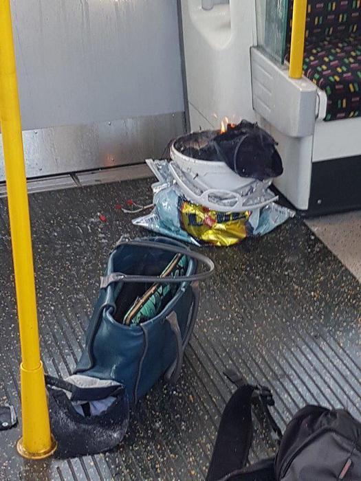 Dopo l'esplosione i civili si sono riversati nella stazione correndo e gridando aiuto, riportati almeno 20 feriti, alcuni dalle ustioni e molti a causa della calca
