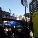 """Su Twitter un utente mostra questa foto scrivendo: """"Moltissime persone scioccate e tanti feriti. Forte la presenza della polizia"""""""