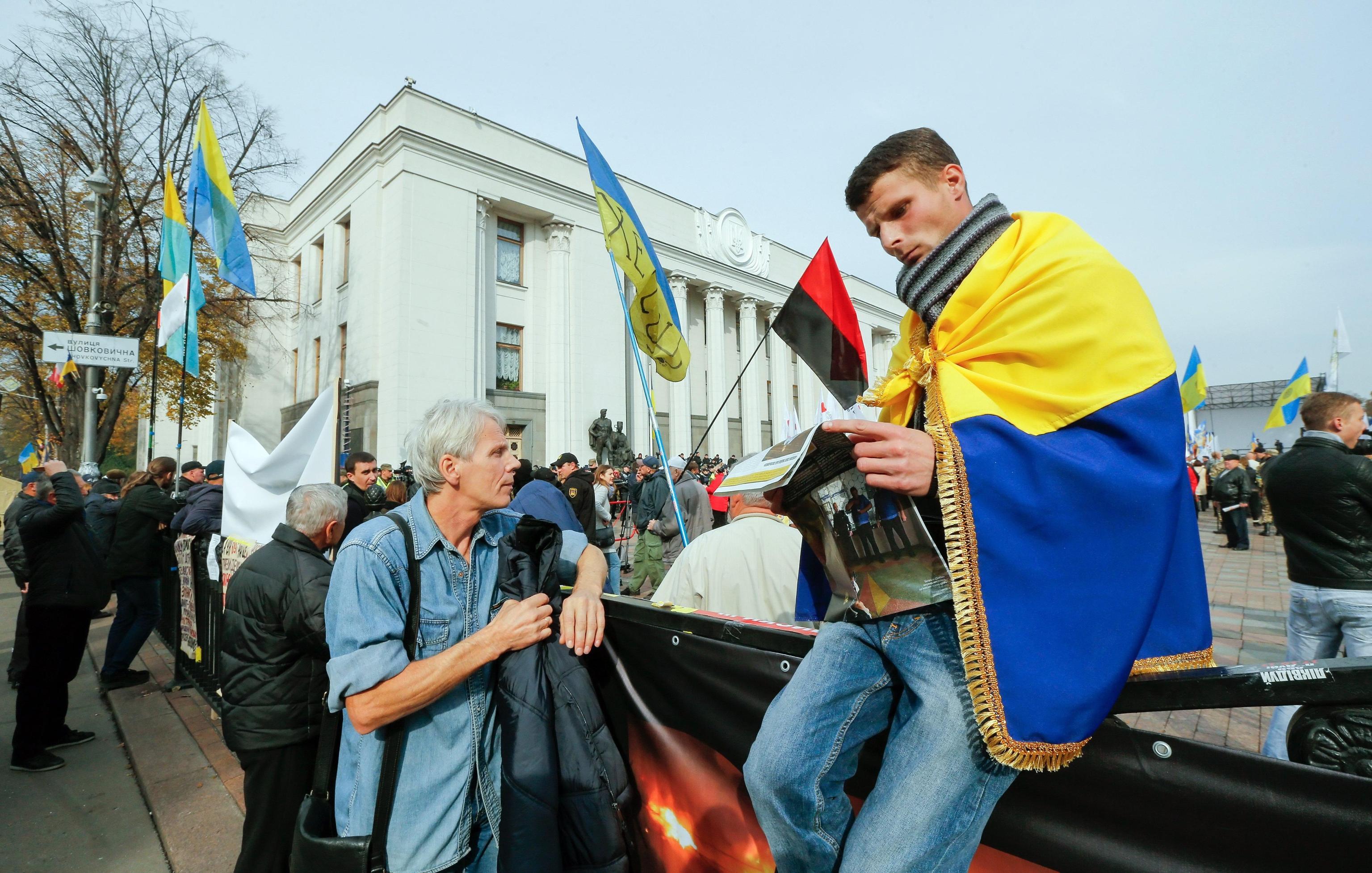 Ucraina continuano le proteste fuori dal parlamento for Parlamento ieri
