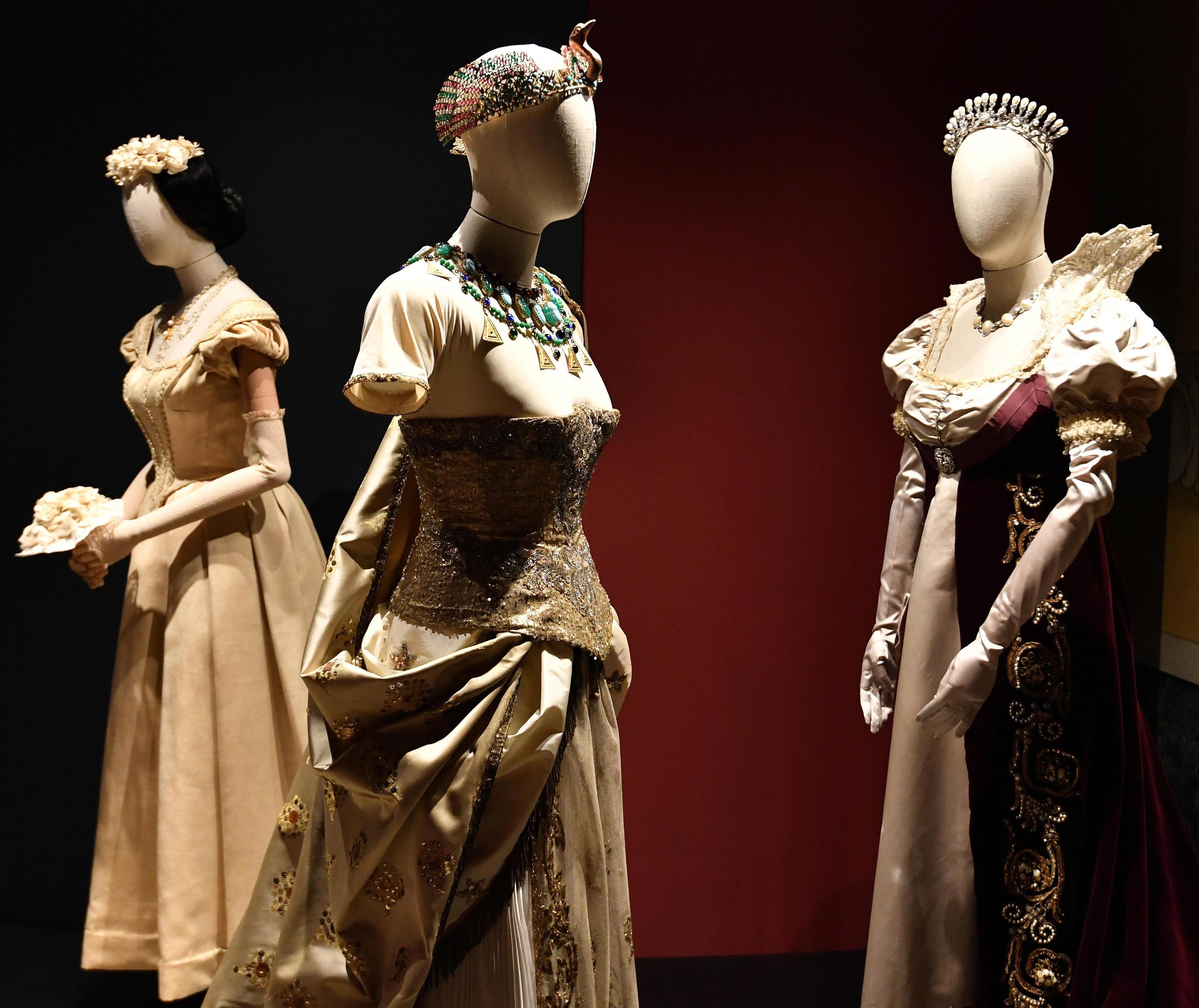 Gli abiti sono stati selezionati tra i tanti custoditi nel teatro La Scala