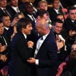 Stretta di mano tra Conte e Zidane. I due erano compagni di squadra ai tempi della Juventus
