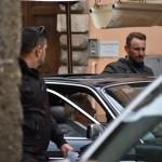 Nell'auto è presente anche l'attore Giancarlo Giannini
