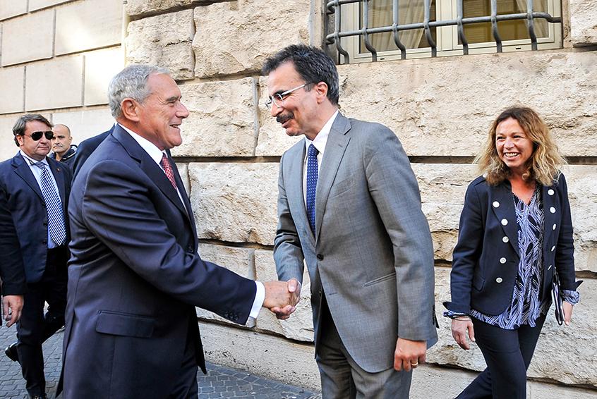 Pietro Grasso e Francesco Bonini si congedano fuori dall'Università