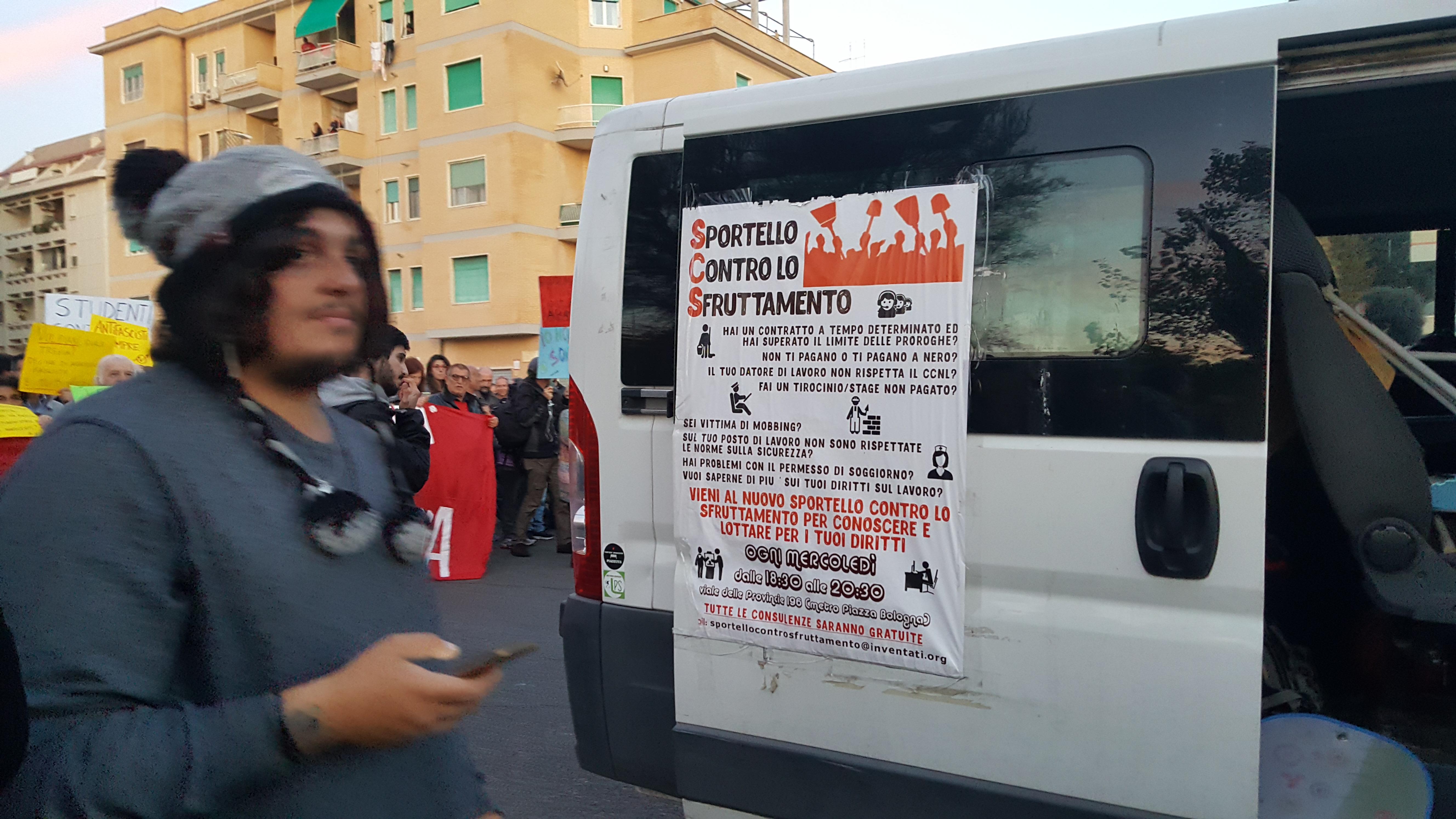 Ostia, un momento del corteo contro le mafie e il fascismo di sabato 11 novembre