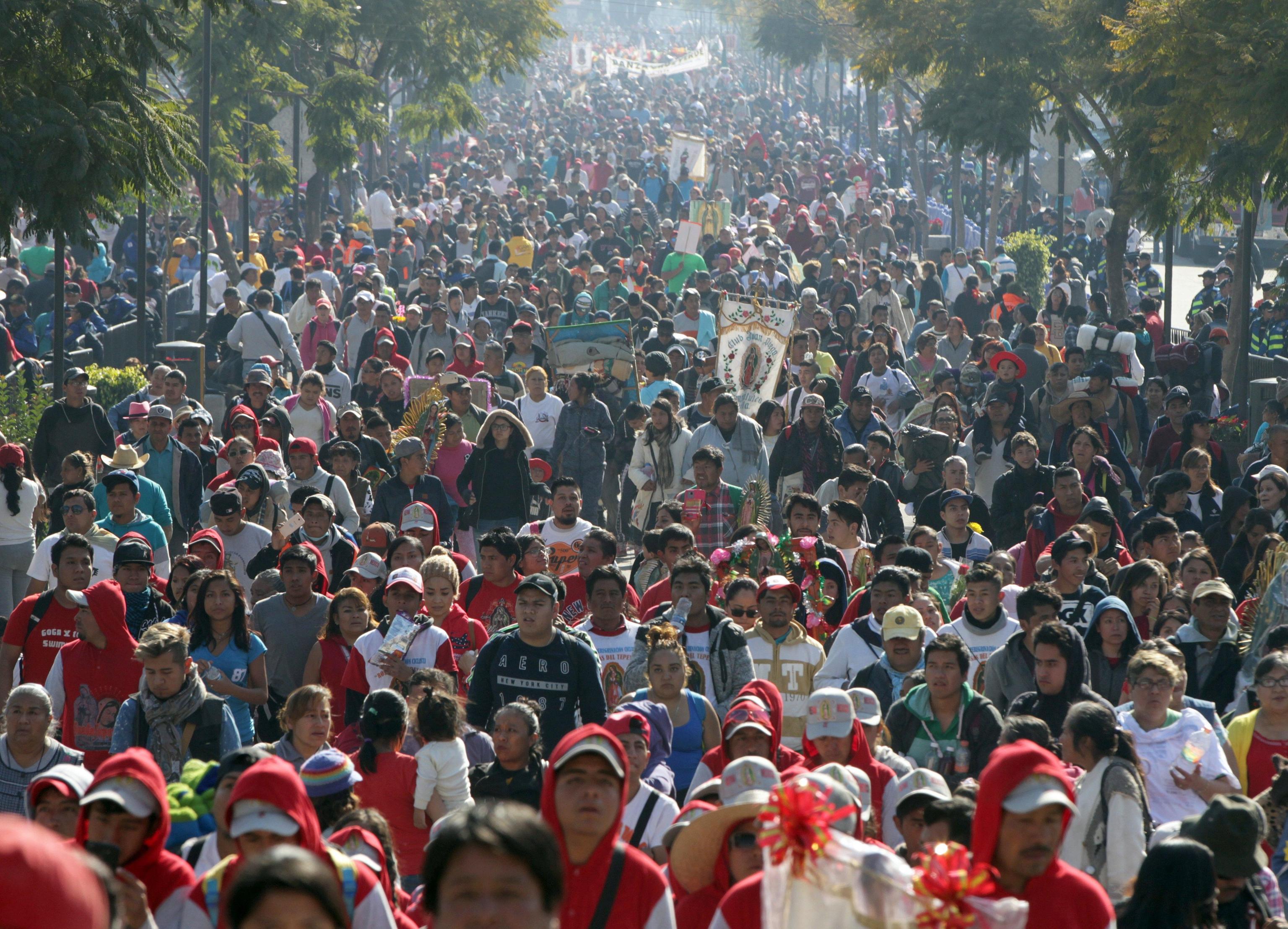 Fiumi di pellegrini da ogni parte del sud America si stanno riversando a Città del Messico