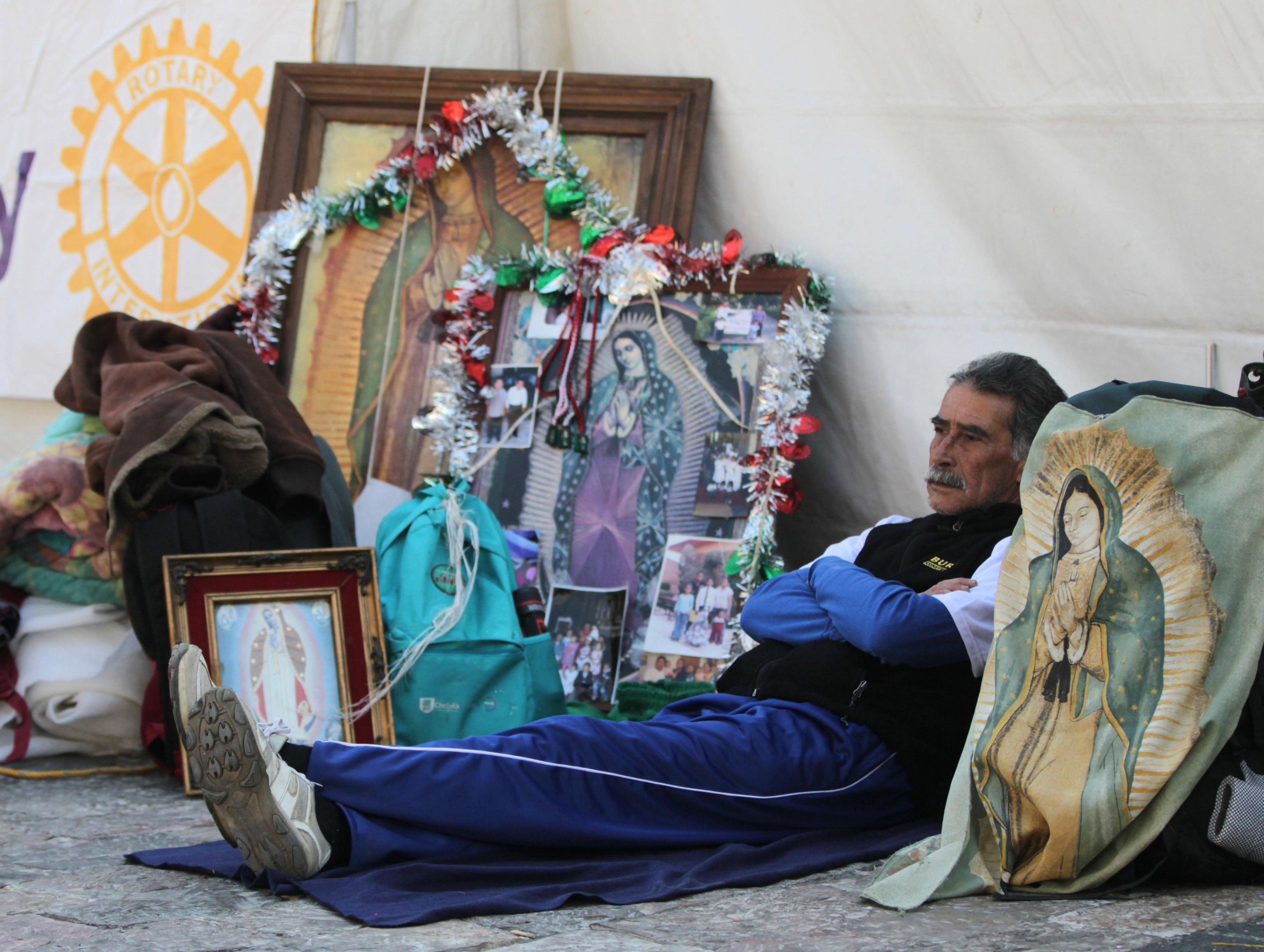 Alcuni pellegrini si sono appostati già da molte ore per le celebrazioni