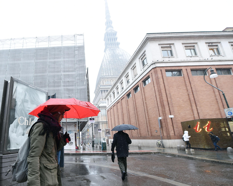 Maltempo anche in Piemonte. Torino sotto la neve. Sullo sfondo la Mole Antonelliana
