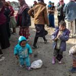 Bambini, donne e uomini sfollati