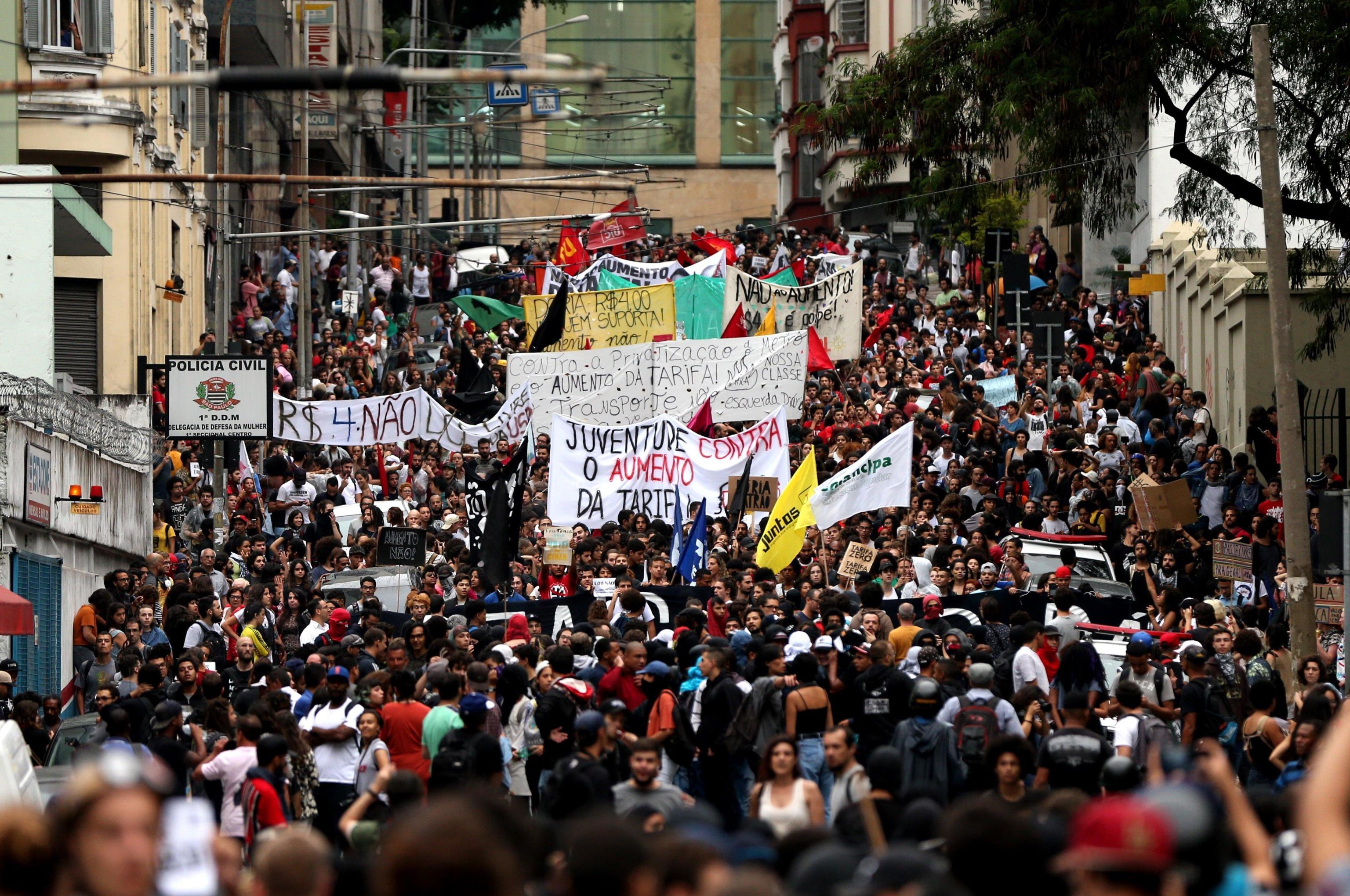 Una panoramica del lungo corteo che ha attraversato le vie di San Paolo