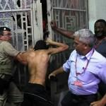 La polizia brasiliana arresta un manifestante