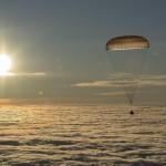 La varie fasi dell'atterraggio della capsula Soyuz con a bordo i tre astronauti