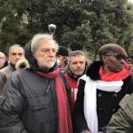 Tra i partecipanti anche il fondatore di Emergency, Gino Strada