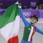 Arianna Fontana vince l'oro nella prova di pattinaggio short track 500 metri femminile