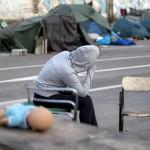 La disperazione dei richiedenti asilo nella tendopoli sorta a Tiburtina