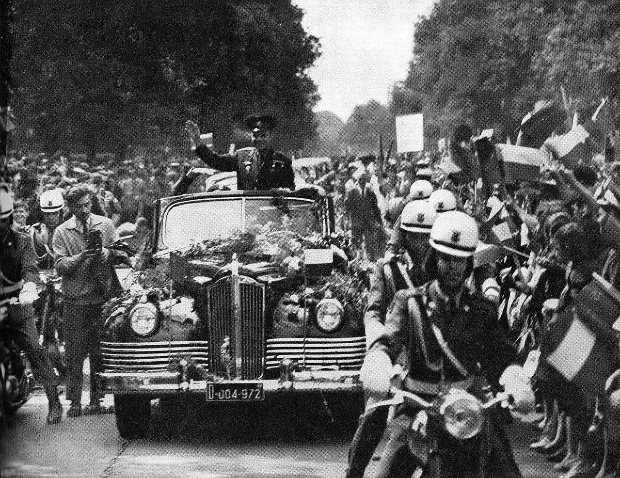 """Gagarin in visita nella """"reppublica"""" amica di Polonia dopo il viaggio del 1961"""