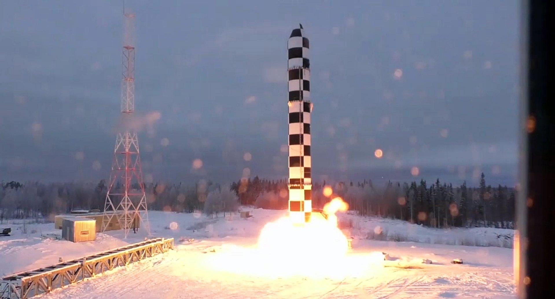 Il missile strategico Sarmat, presentato ieri da Vladimir Putin