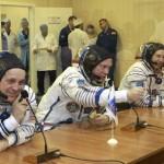 I tre parlano brevemente dal cosmodromo di Baikonur dopo aver effettuato i test