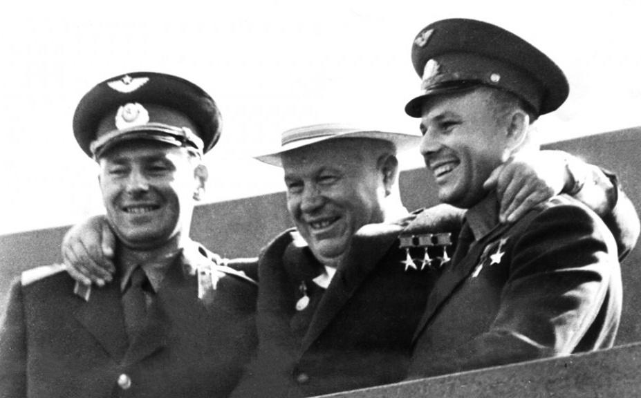 Titov, Khruschev, Gagarin poco dopo il rientro sulla terra nel 1961