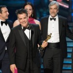 """Sebastián Lelio ritira l'Oscar per il miglior film straniero, """"A fantastic woman"""""""