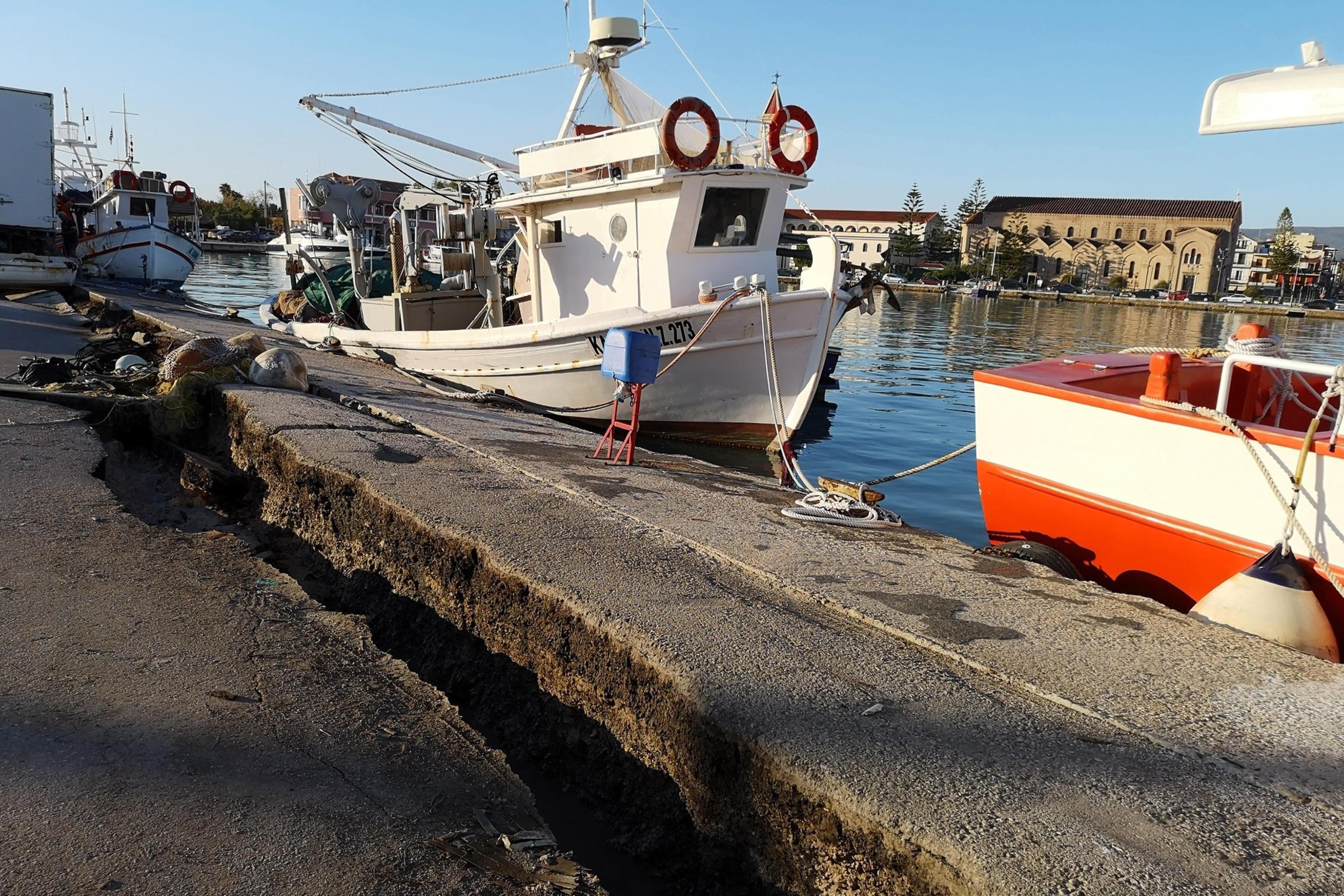 Terremoto di magnitudo 6,8 danneggia il porto di Zante