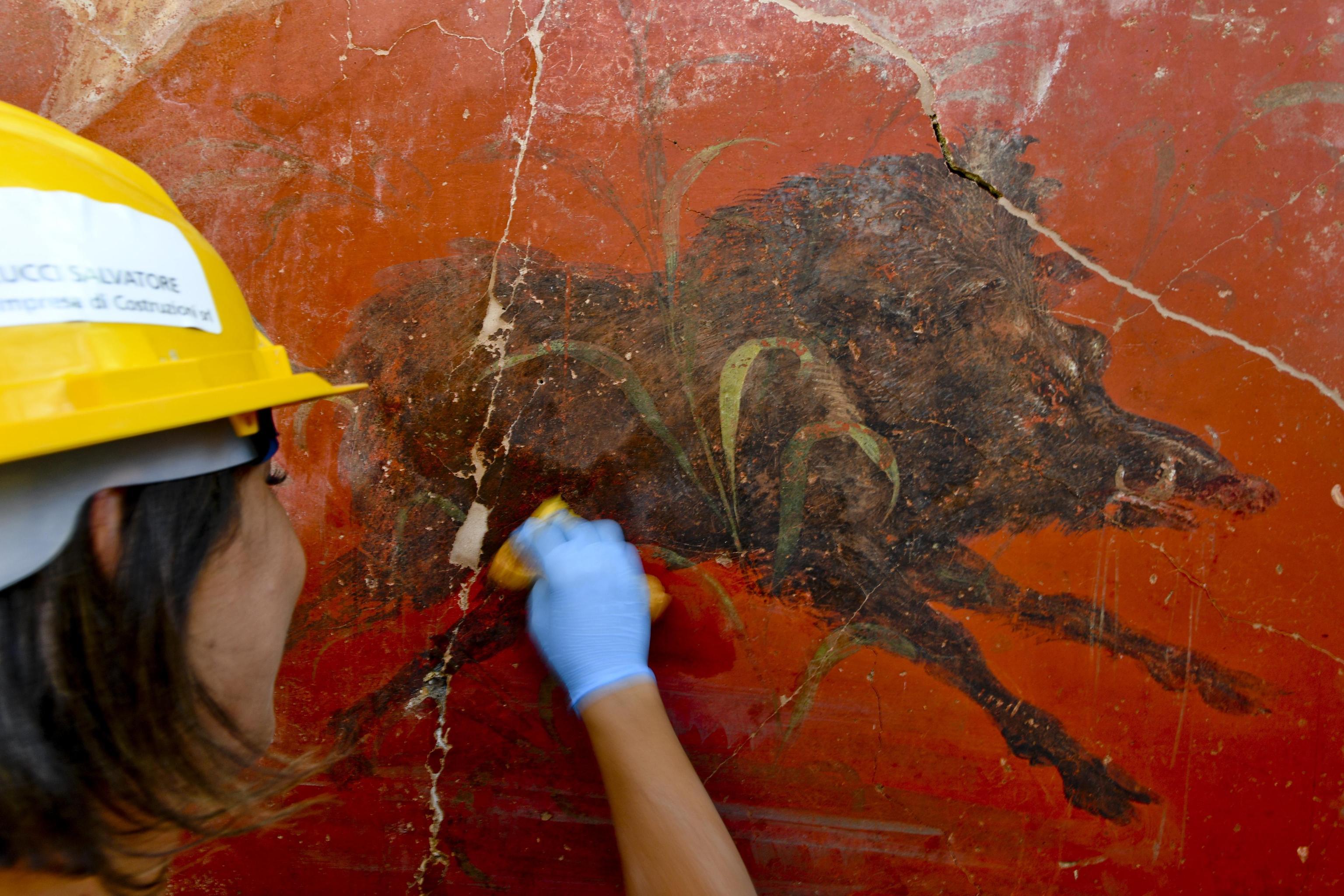 Durante il restauro di un dettaglio