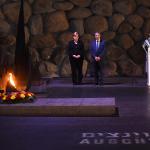 Angela Merkel e Benjamin Netanyahu nella Sala del Ricordo nel Museo dell'Olocausto Yad Vashem