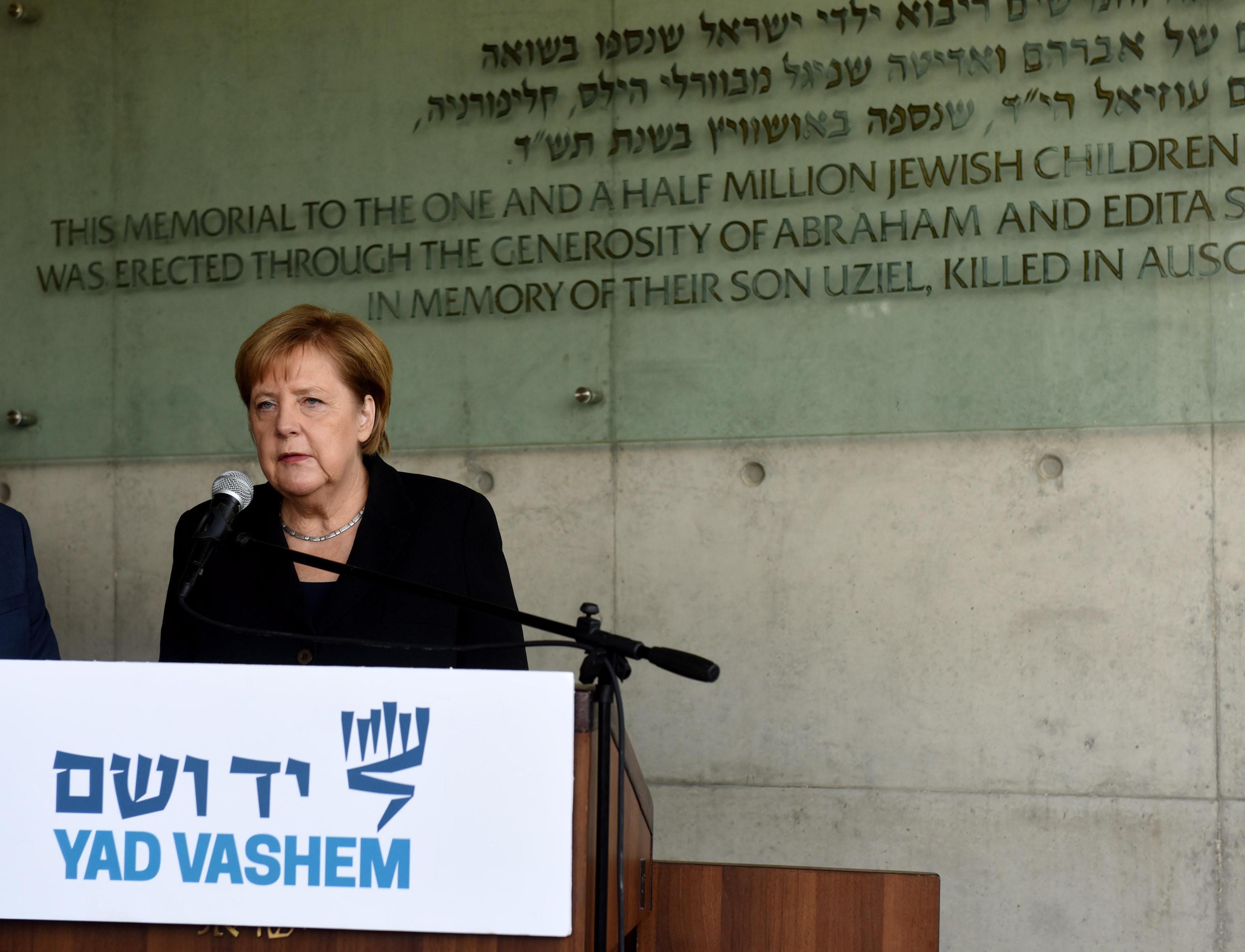 Angela Merkel e il discorso al memoriale delle vittime dell'olocausto