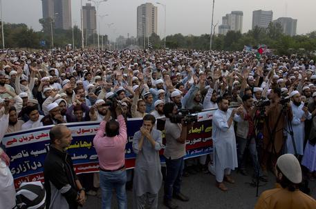 Onda di manifestanti in piazza ad Islamabad, capitale del Pakistan