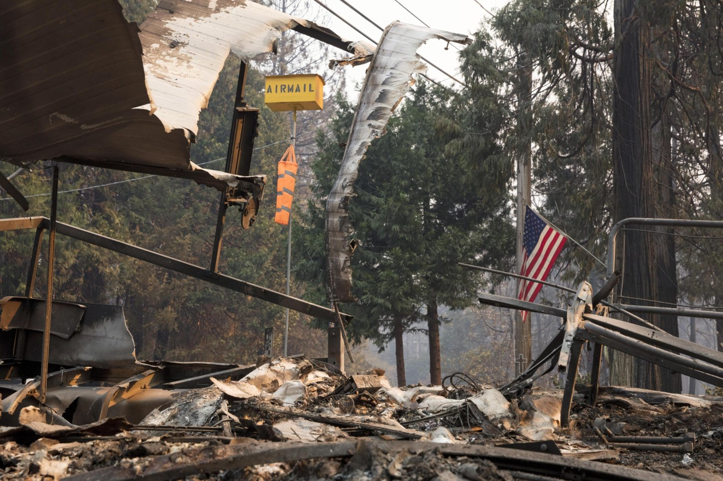 Lo scenario catastrofico post-incendio a Magalia (Contea di Butte, California)