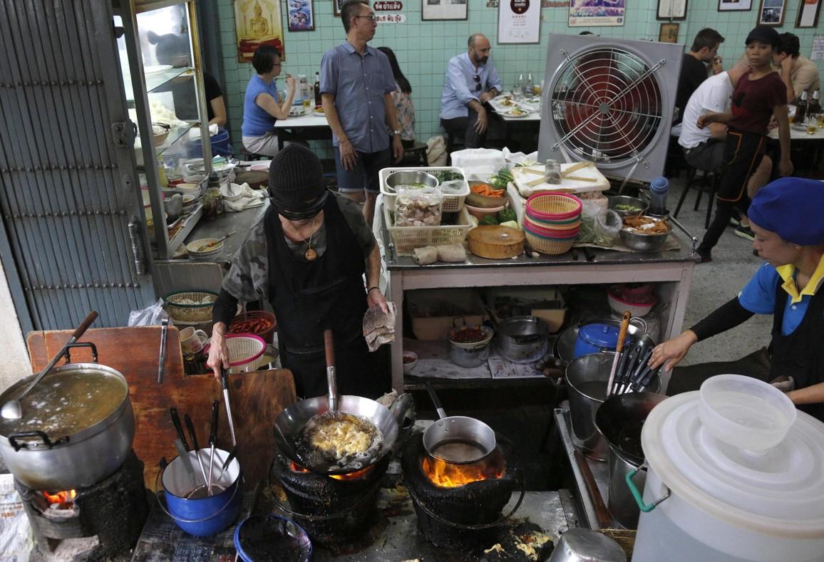 """Supinya Chansuta è stata soprannominata """"Jay Fai"""", diminutivo del suo ristorante"""