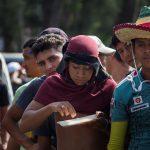 I migranti sono arrivati a Matias Romero in Messico. Attualmente, ricevono cibo e assistenza.