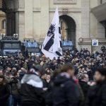 I tifosi dell'Eintracht Francoforte giungono a Piazza del Popolo, il loro punto di ritrovo