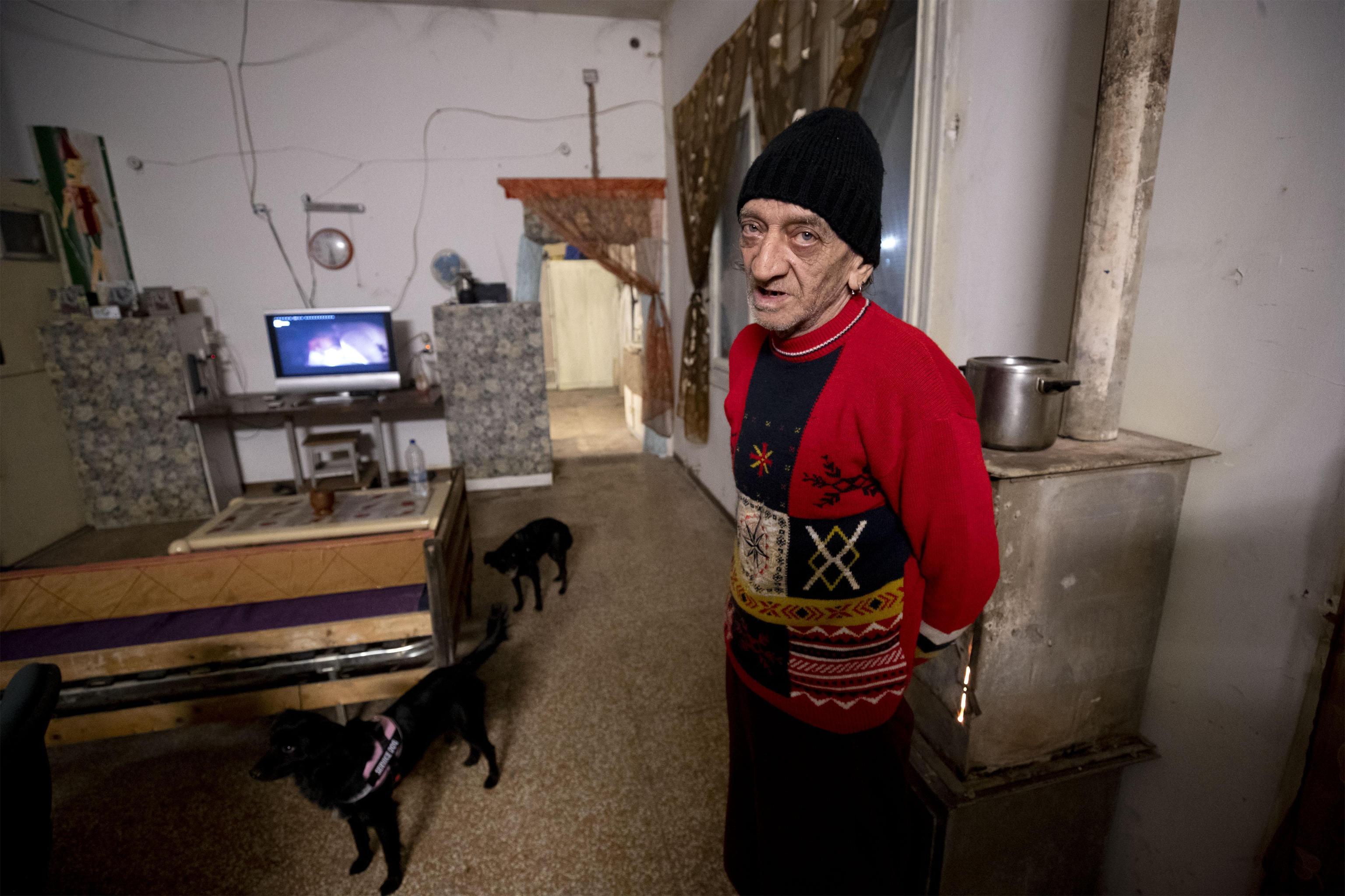 Franco, l'uomo che abitava nello stabile sgomberato oggi in via Tiburtina a Roma