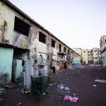 Le pessime condizioni dello stabile sgomberato a Roma