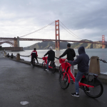 Visitatori in bici bloccati sul Golden Gate National Parks Conservancy