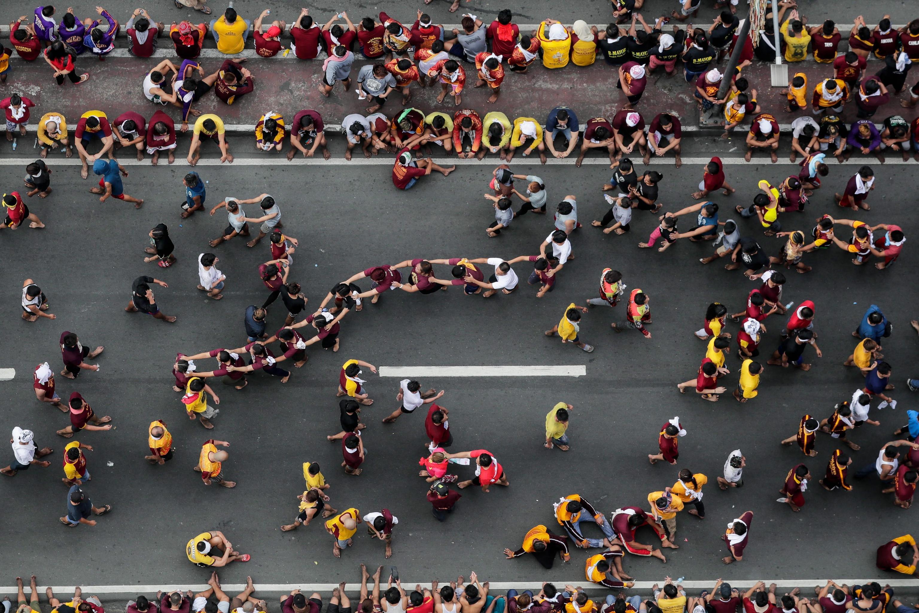 Giochi e caroselli per le strade di Manila