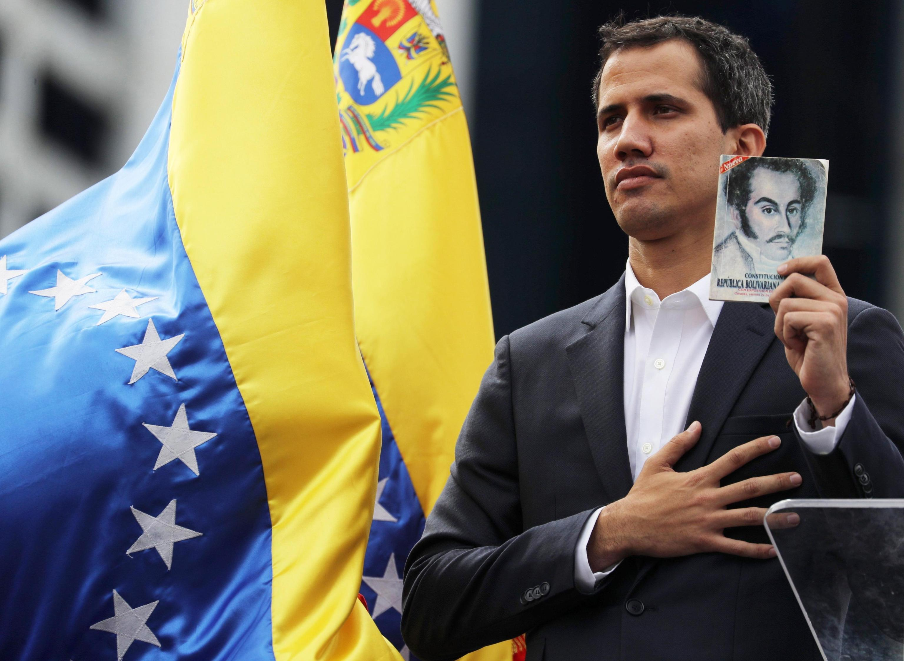 Juan Gaidò, leader dell'opposizione a Maduro, si dichiara Presidente del Venezuela