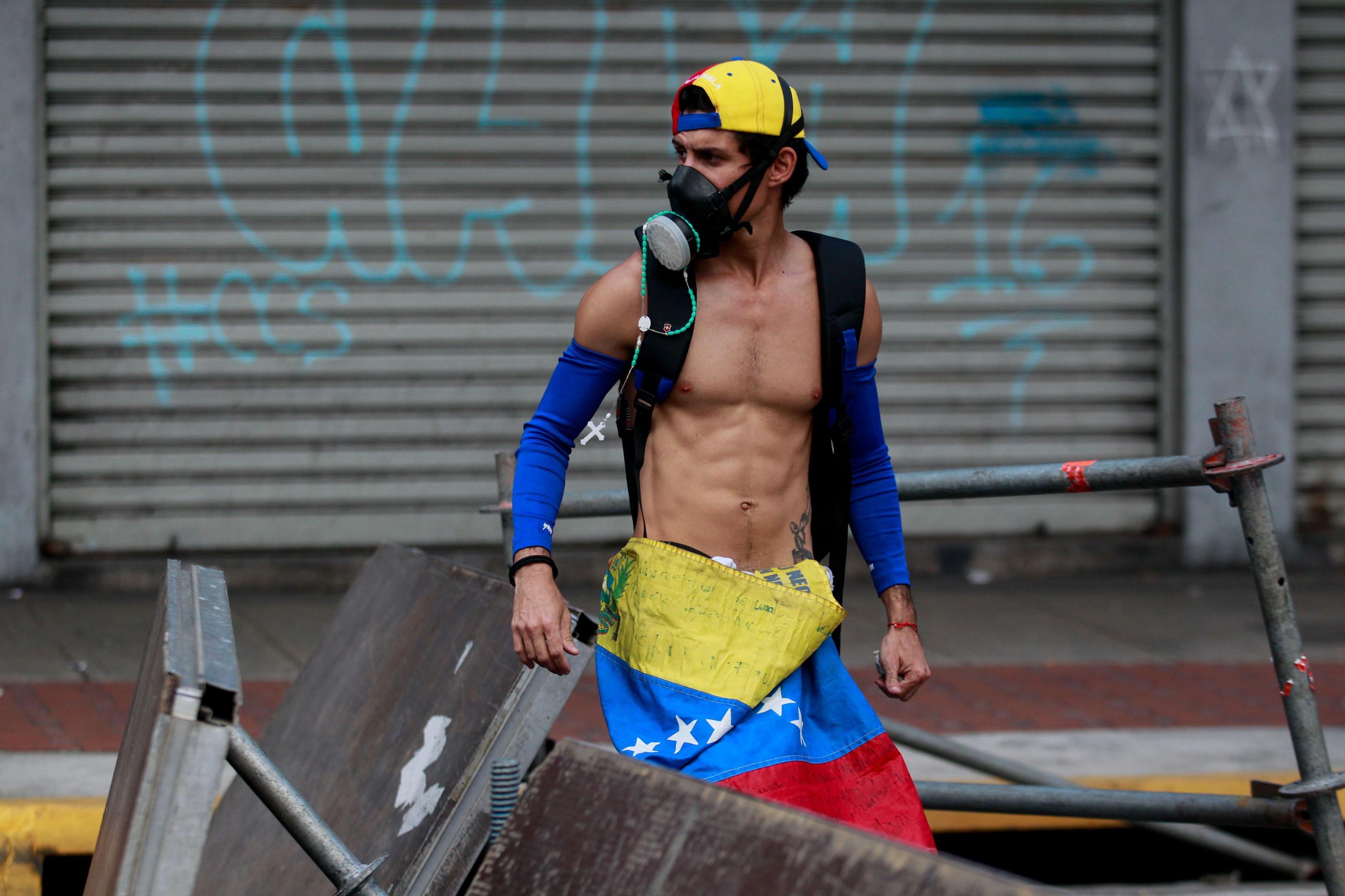 Uno dei dimostranti di Caracas