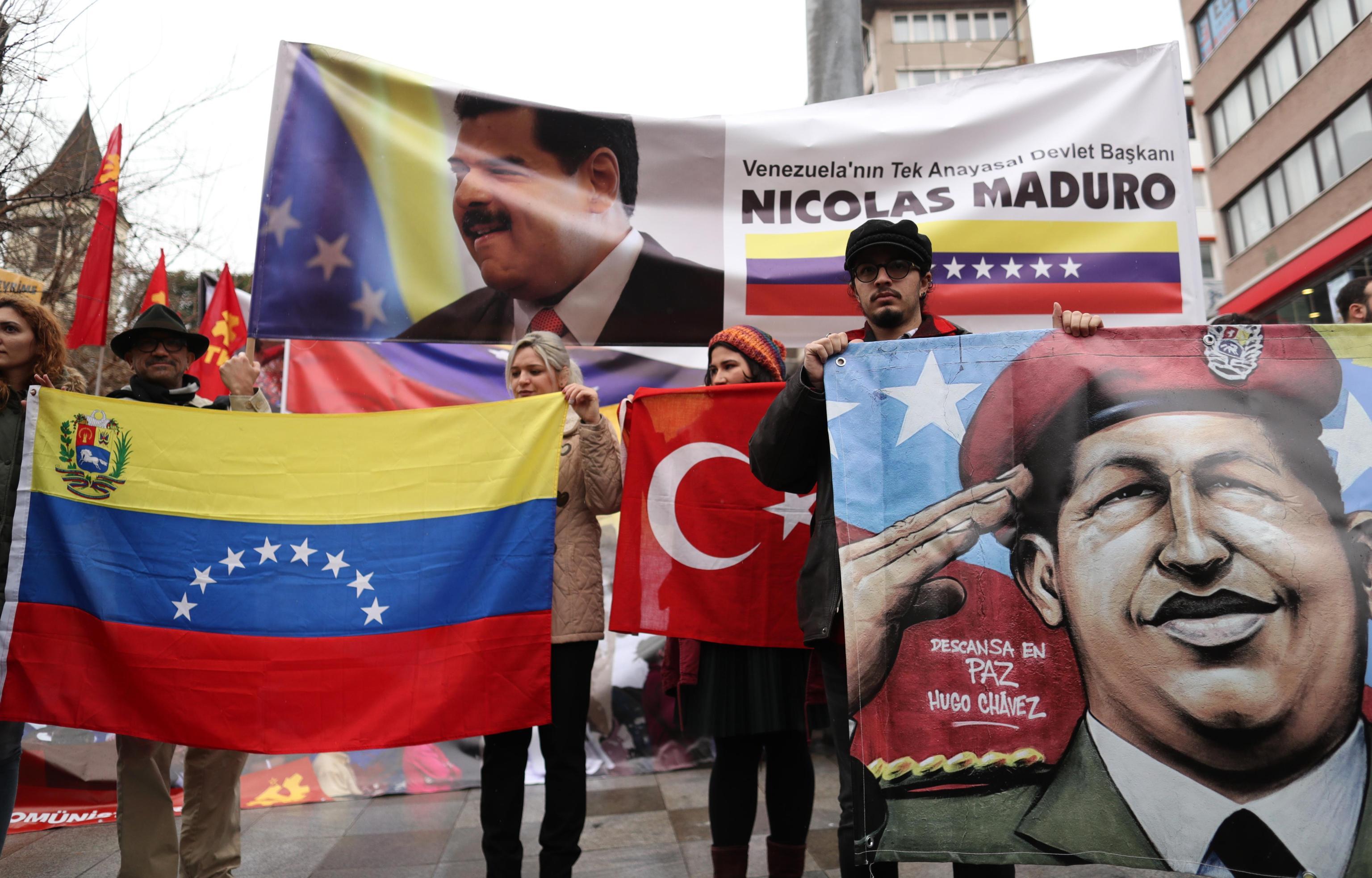 Anche ad Istanbul le persone sono scese in piazza a favore del presidente venezuelano