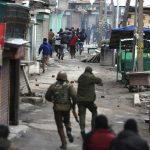 L'esercito indiano ha lanciato anche un raid aereo contro i ribelli, ma in territorio pachistano, in risposta all'attentato suicida del 14 febbraio scorso rivendicato dai terroristi irredentisti islamici di Jaish-e-Mohammad (l'esercito di Maometto).