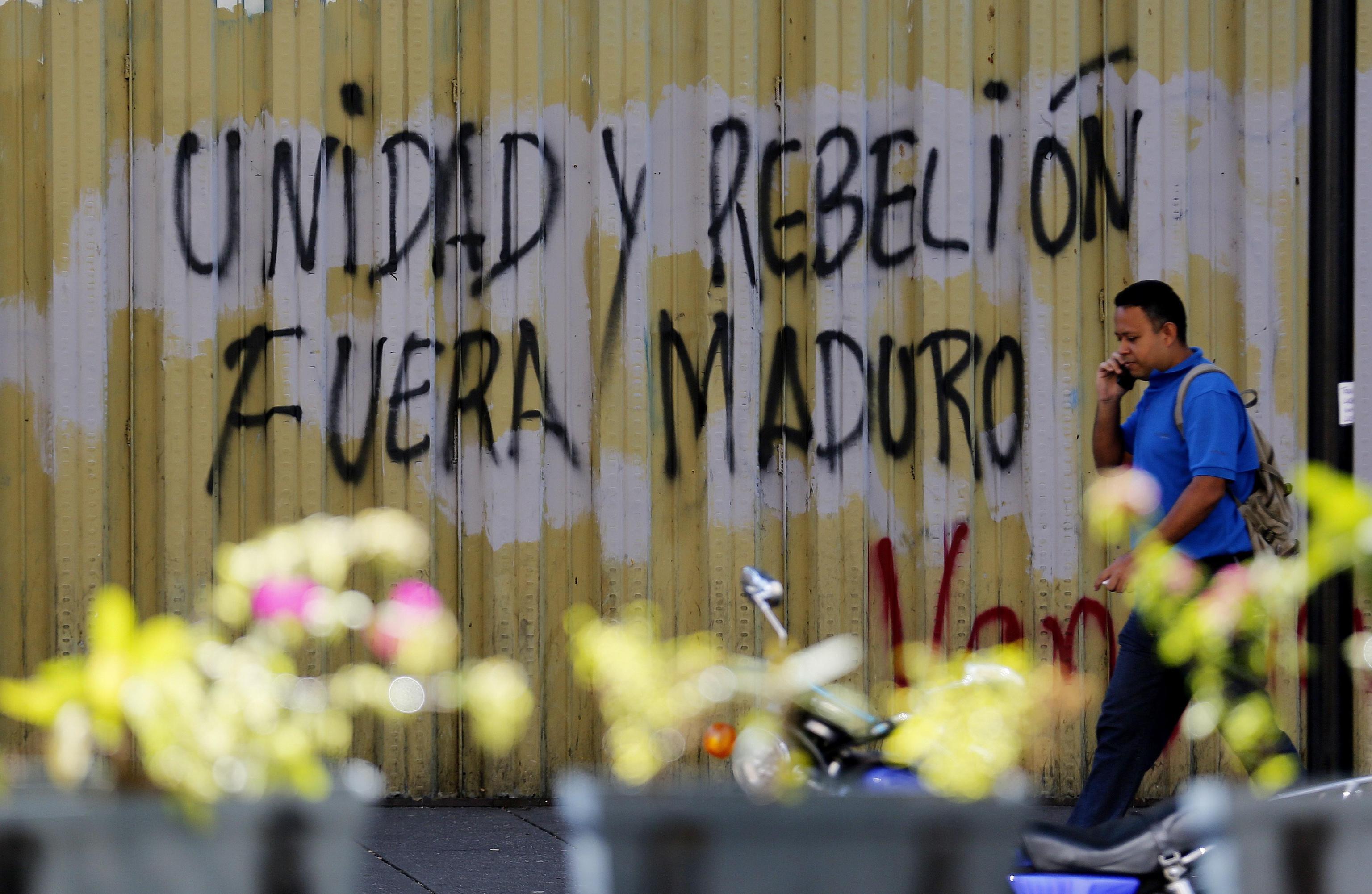"""""""Uniti per la ribellione. Fuori Maduro"""""""