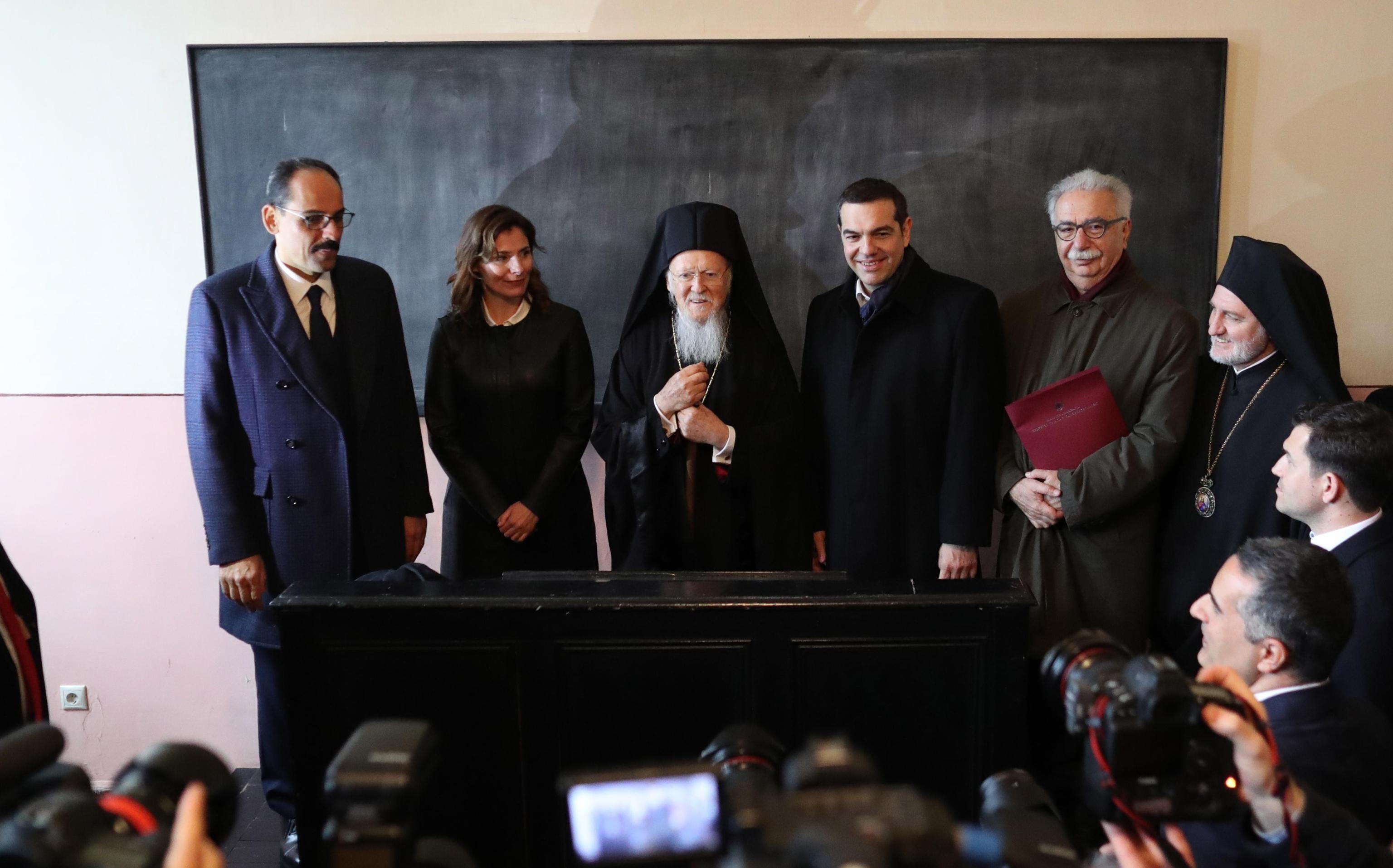 Tsipras in visita presso la scuola teologica di Halki