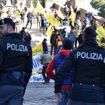 Forze dell'ordine e manifestanti