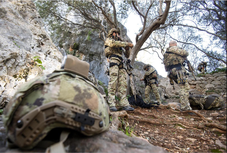 Oggi i militari dovranno scalare una parete rocciosa presso un'area di addestramento in Toscana