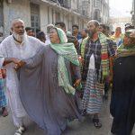 I parenti di alcune vittime davanti al Medical Collage hospital di Dacca