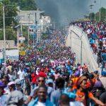 Migliaia di manifestanti sono scesi in piazza contro il presidente Moise