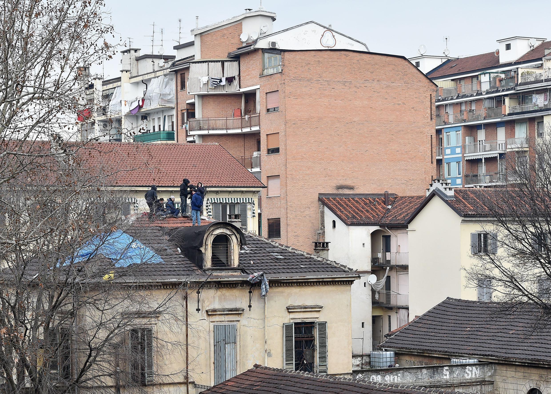 Gli antagonisti sono saliti sul tetto rifiutandosi di andarsene