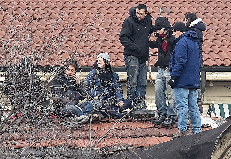 Antagonisti in attesa sul tetto