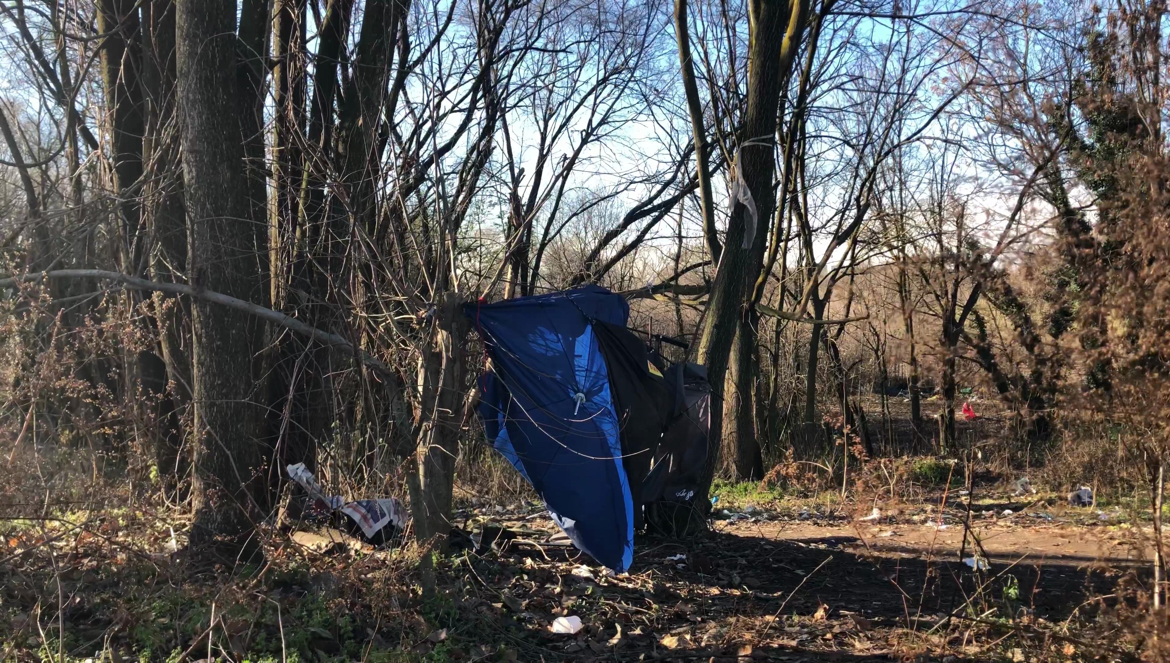 Una tenda abbandonata all'interno del Boschetto della droga
