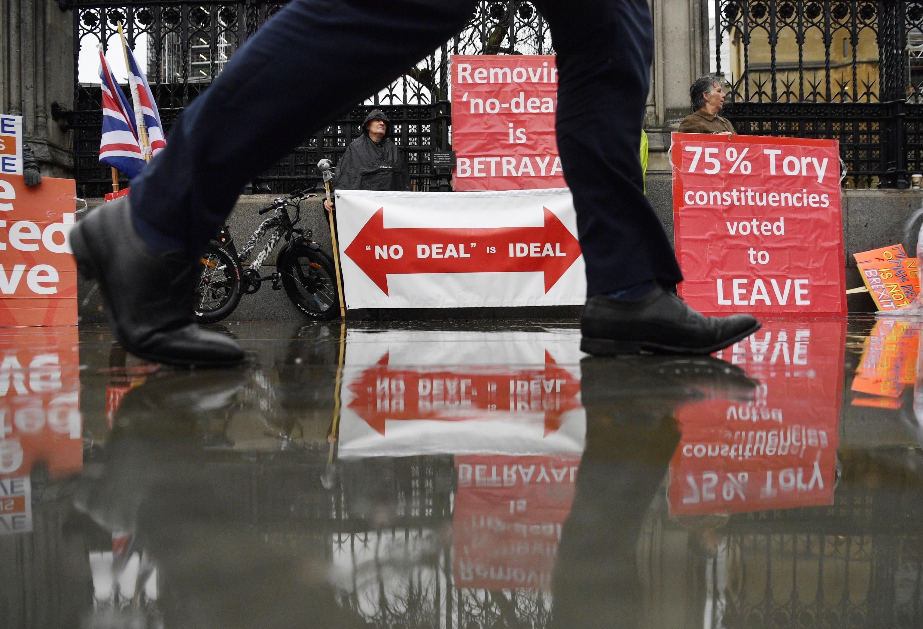 """Per i """"leavers"""" l'unica soluzione possibile è l'uscita senza intesa con l'Ue"""